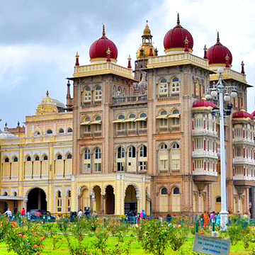 One of the things to do in Mysore is to visit the Mysore Palace and experience the place in AR using FlippAR Go.
