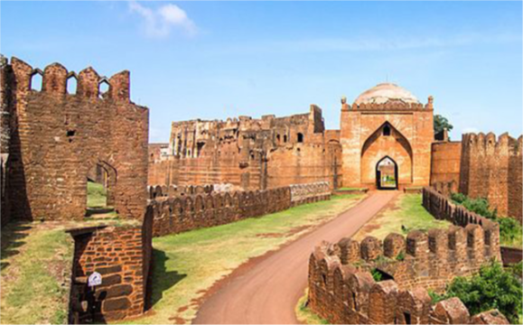 One of the prominent sites that talk about the heritage and culture of Karnataka is Bidar. It all started with the Mauryas who ruled over Bidar in the 3rd century.